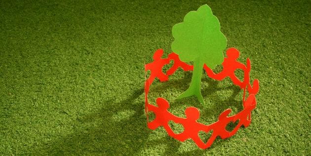 árvore e pessoas de papel representando um fluxo de nutrição