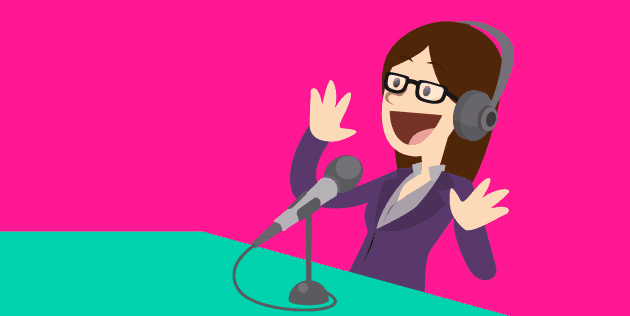 Mulher gravando Podcast