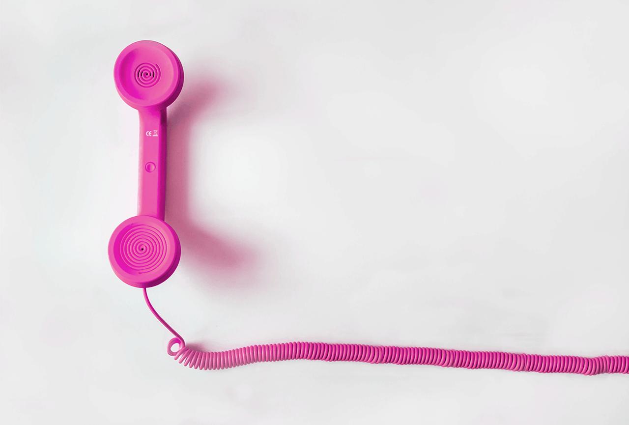 telefone rosa retemendo ao atendimento publicitário