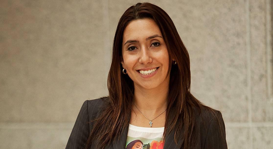 Laura Chiavone em perfil