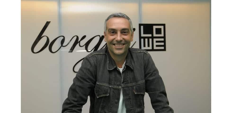 José Borghi em plano médio