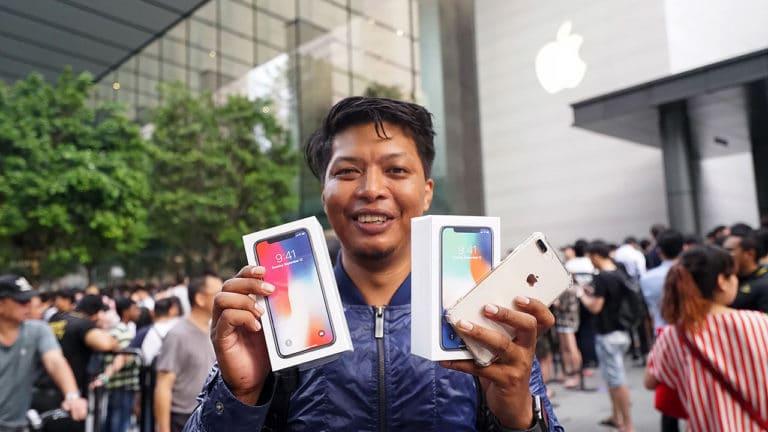 lançamento de iphone, da apple, leva multidão às compas
