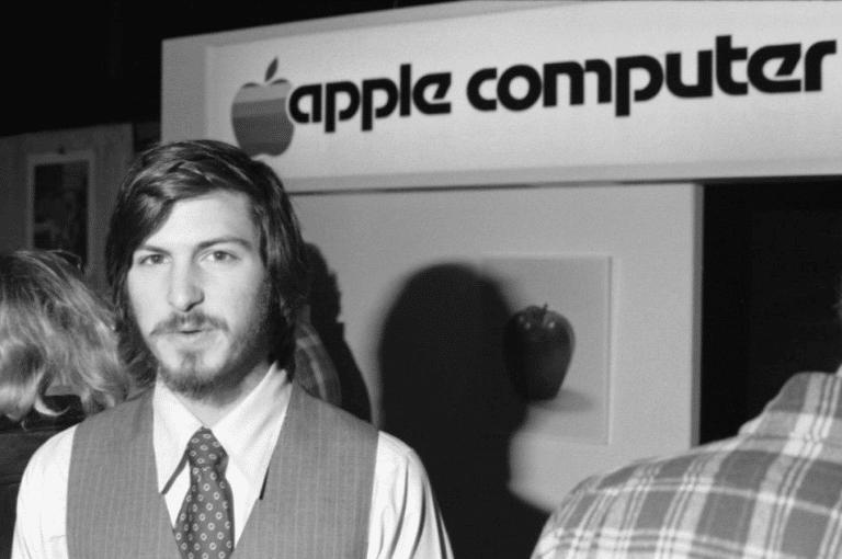 Steve Jobs apresenta o Apple II