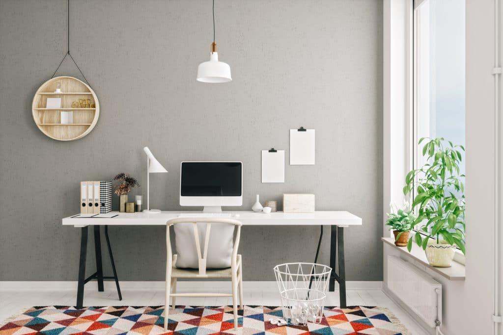 Mesa montada de um escritório home office
