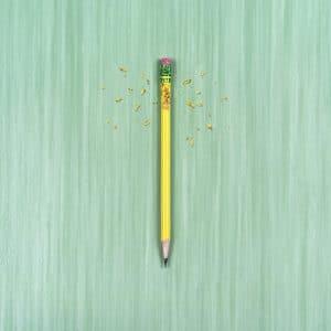 Lápis de madeira que foi mordido por uma pessoa com ansiedade