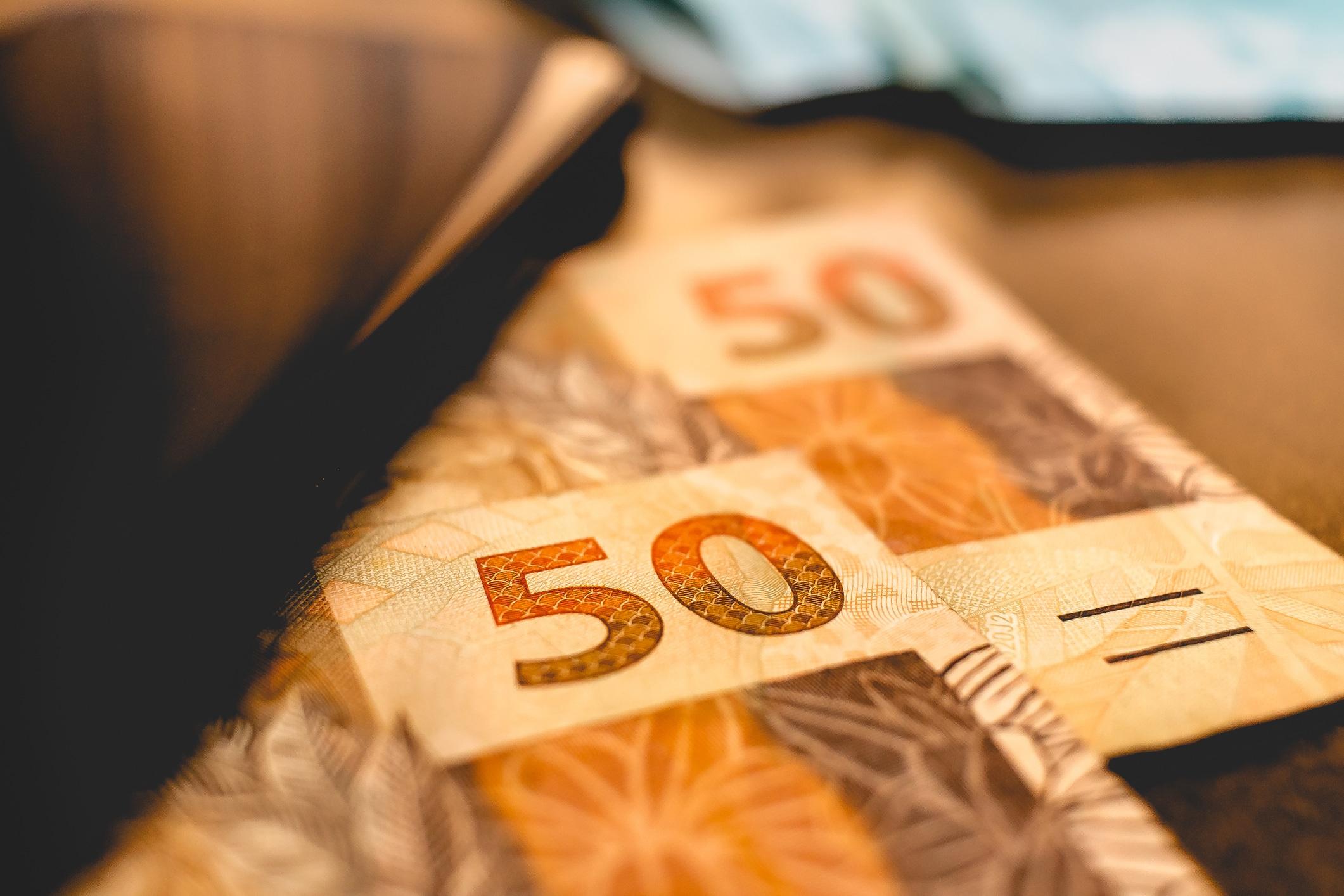 Duas notas de R$ 50,00
