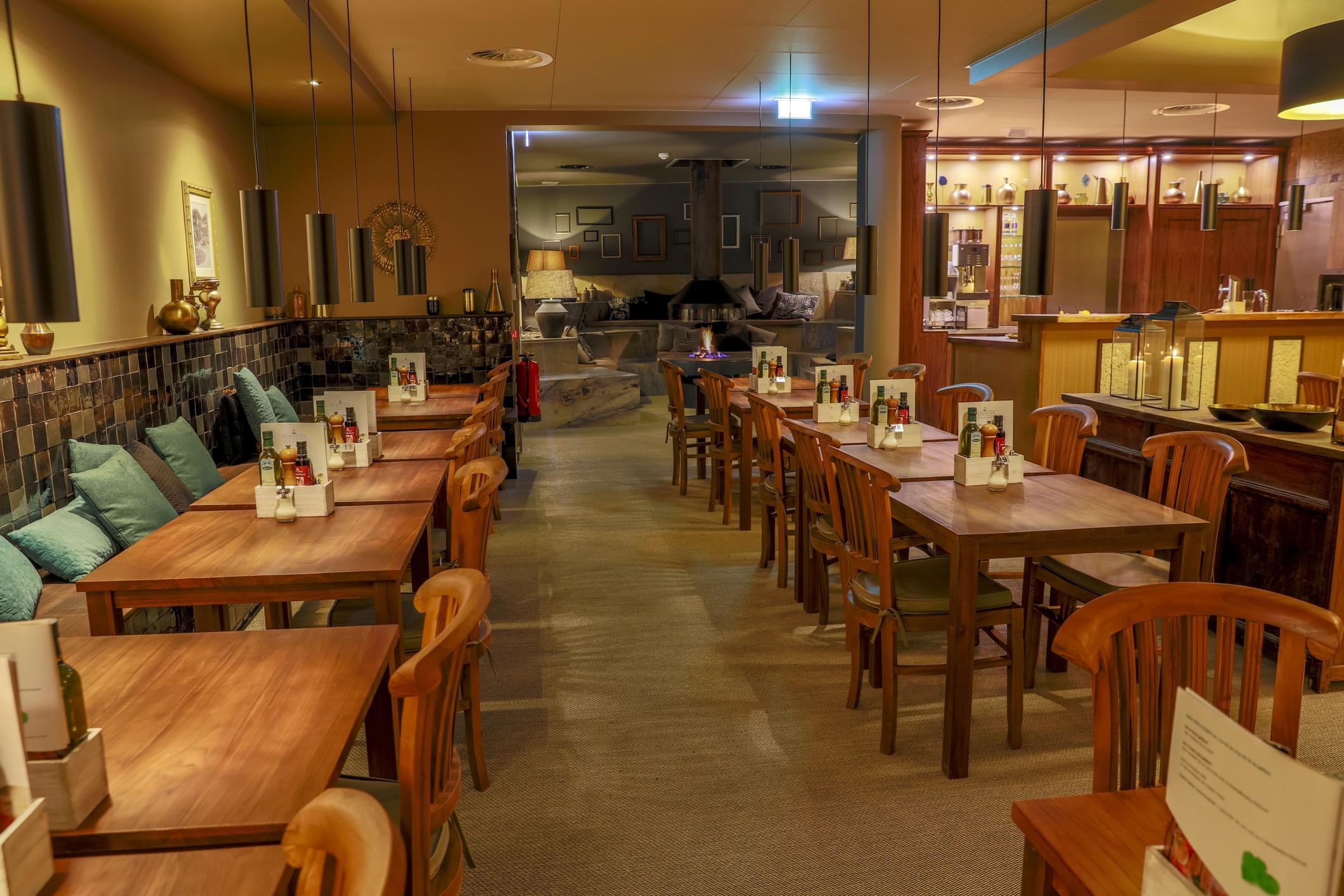 Restaurante vazio durante a pandemia de coronavírus