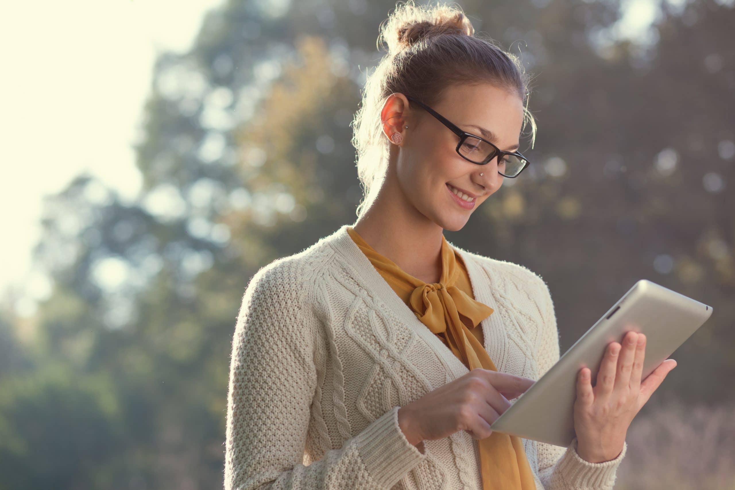 como-aumentar-a-produtividade-mulher-estudando