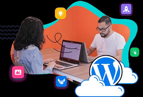 dos personas trabajando con WordPress