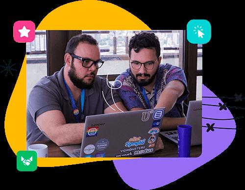 Hombres trabalhando con alojamento WordPress